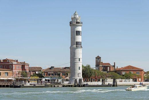 Vaporetto stops in Murano : Faro, photography by Didier Descouens.