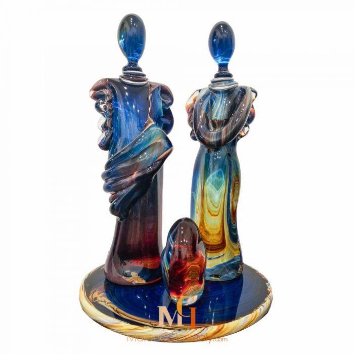 couple statue in glass